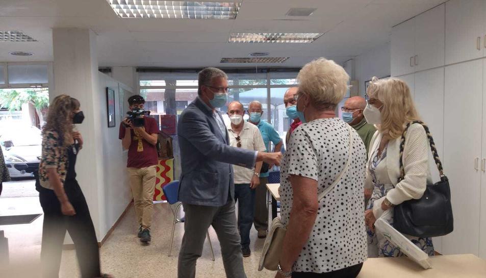 Visita de l'alcalde Pau Ricomà i la consellera María José López a la llar Tàrraco.