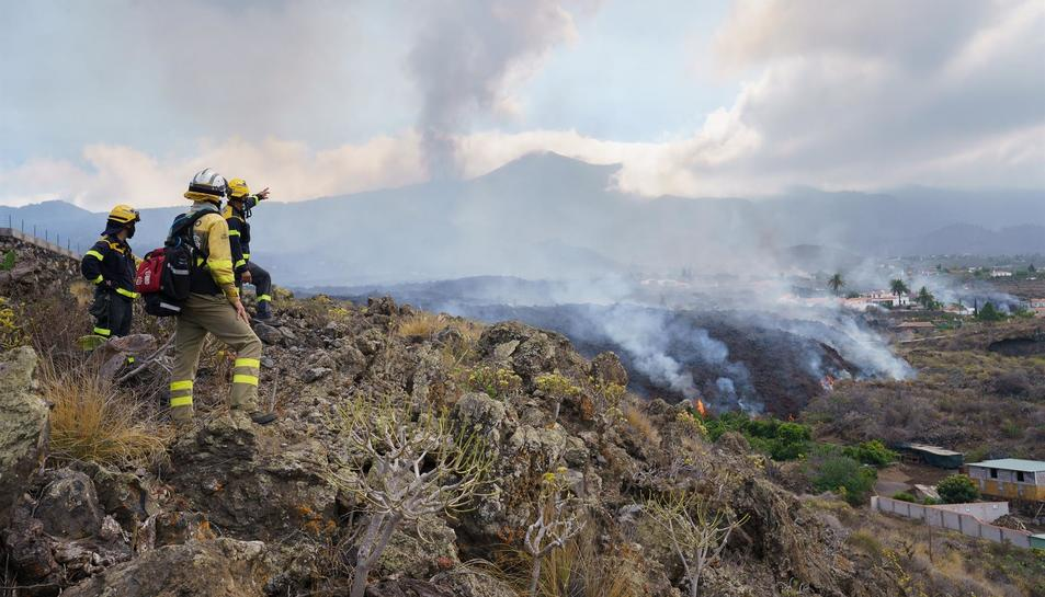 La lava rajant del volcà de La Palma.