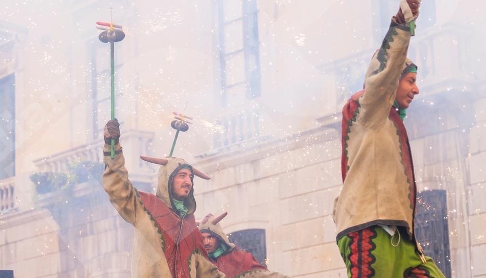 El Seguici de Santa Tecla torna a exhibir-se a la Plaça de la Font