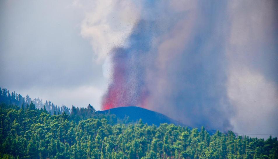 El volcà de La Palma va erupcionar diumenge.