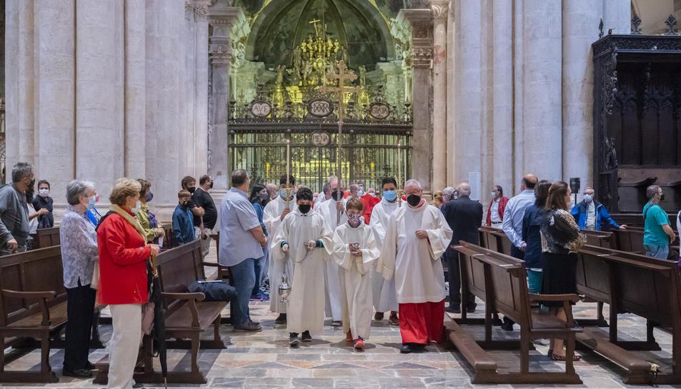 Un dels moments del trasllat processional del braç de Santa Tecla.