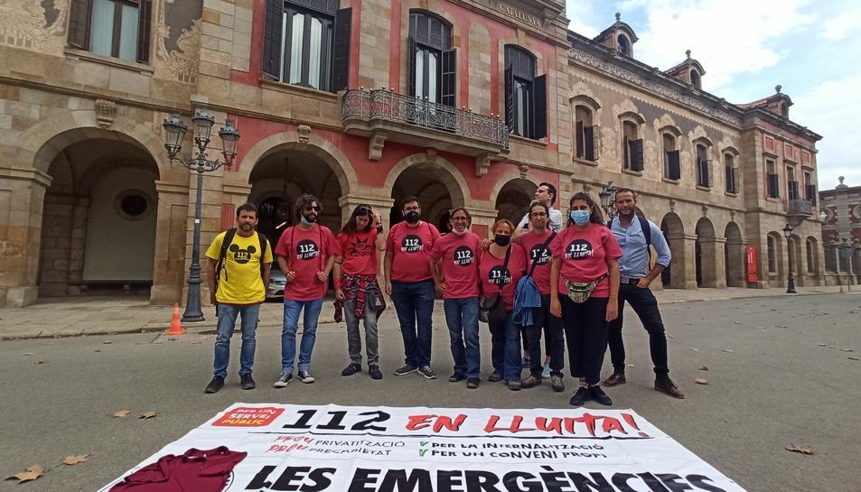 Imatge dels treballadors davant del Parlament.