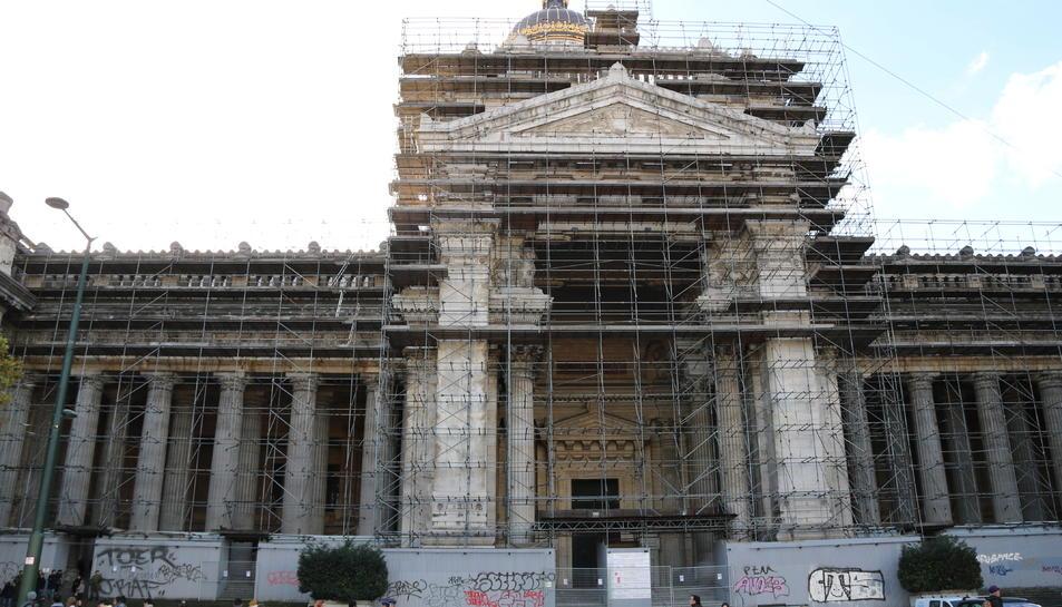 El Palau de Justícia de Brussel·les on compareixen Puigdemont i els consellers està en obres.