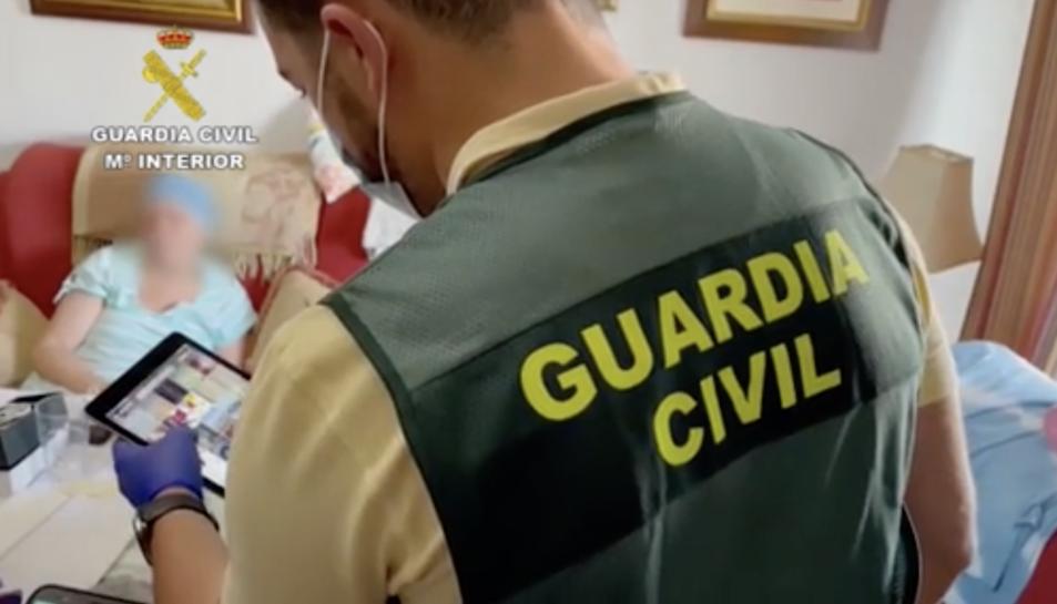 La Guàrdia Civil, durant l'operació.