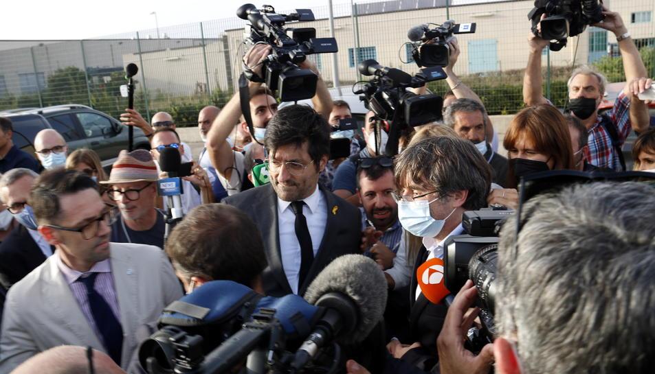 El president del Consell per la República, Carles Puigdemont, al sortir de la presó de Sàsser.