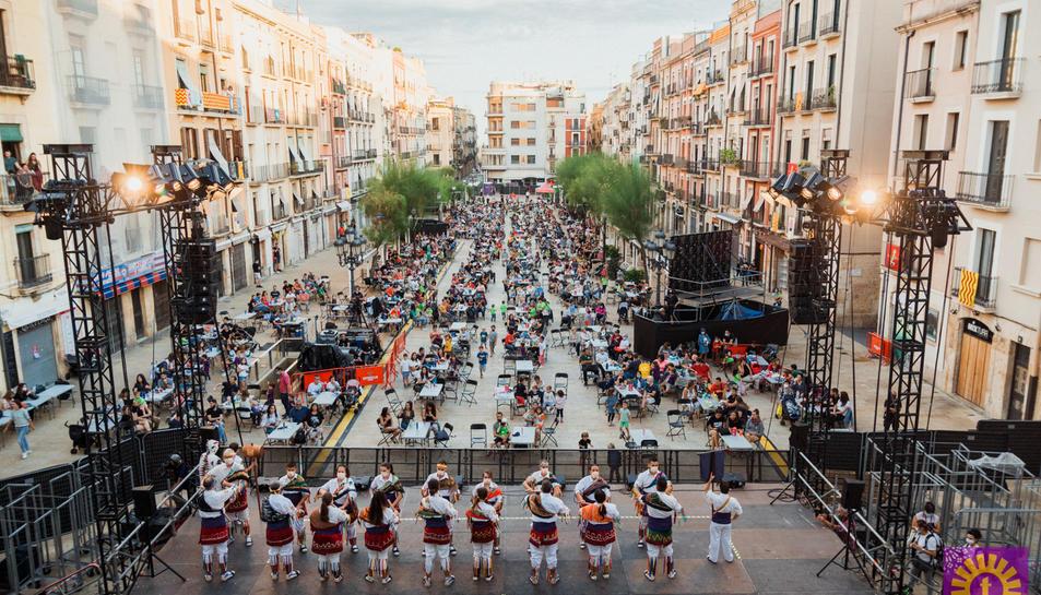 Imatge d'una de les tandes de lluïment a la plaça de la Font