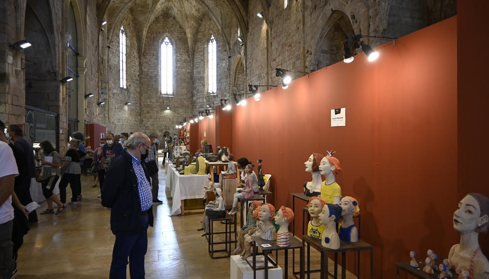 Visitants a l'antiga església de Sant Francesc de Montblanc, aquest diumenge.
