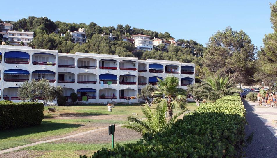 Imatge d'arxiu d'un edifici amb apartaments situat a la urbanització de Llevant la Móra-Tamarit de Tarragona.
