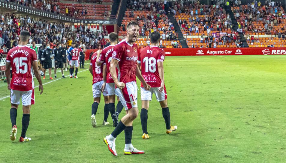 Edgar Hernández celebrant el seu gol.