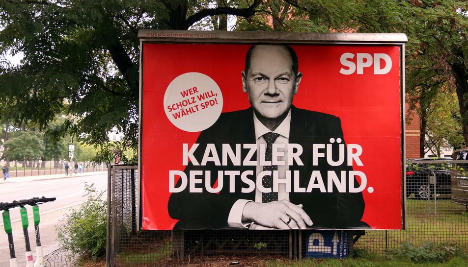 Un cartell del candidat de l'SPD, Olaf Scholz, al centre de Berlín