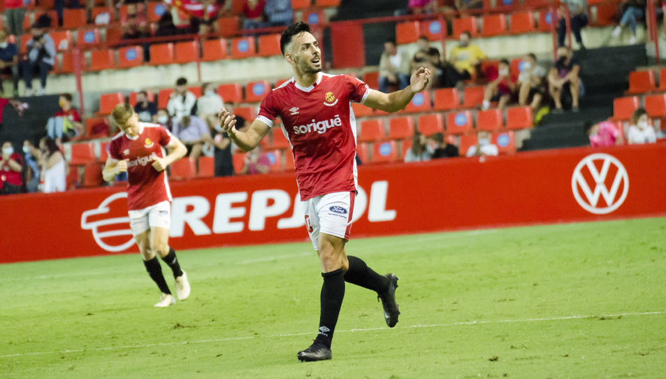 Robert Simón celebra el primer gol del Nàstic aquest divendres, contra l'Alcoyano.