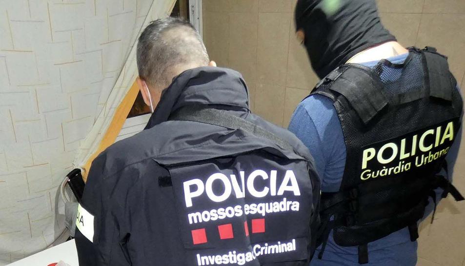 Es calcula que la droga intervinguda i venuda al detall superaria en el mercat il·legal els 7.000 euros.