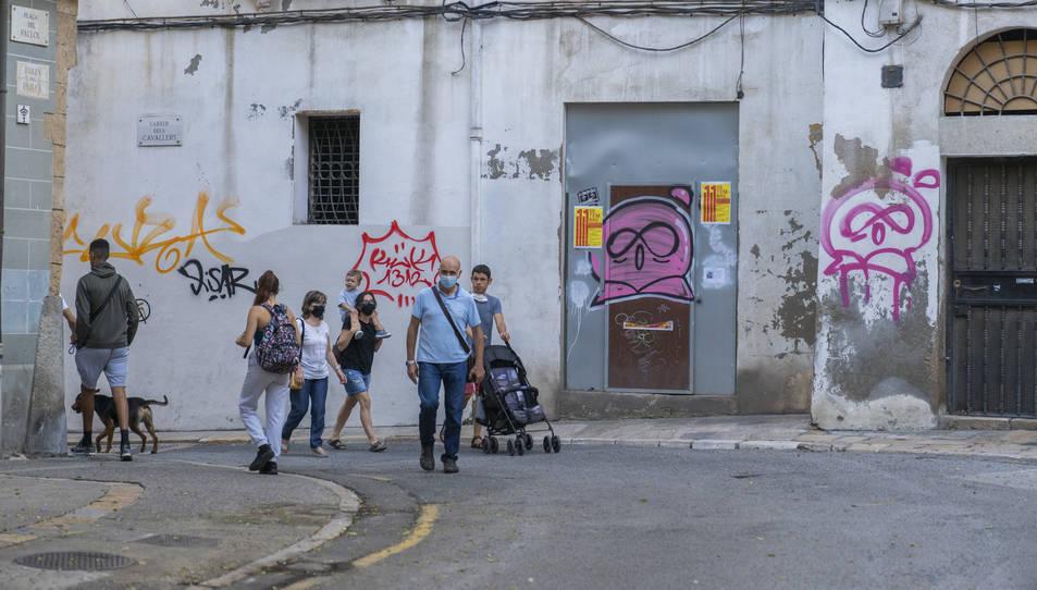 Algunes de les pintades que han aparegut recentment al carrer Cavallers i al carrer Comte de la Part Alta.