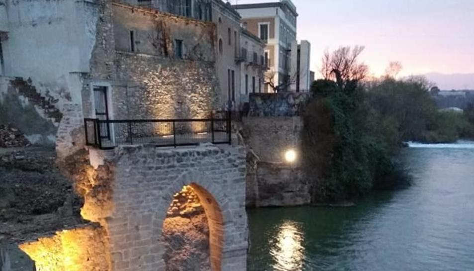 Imatge de la façana fluvial d'Amposta.