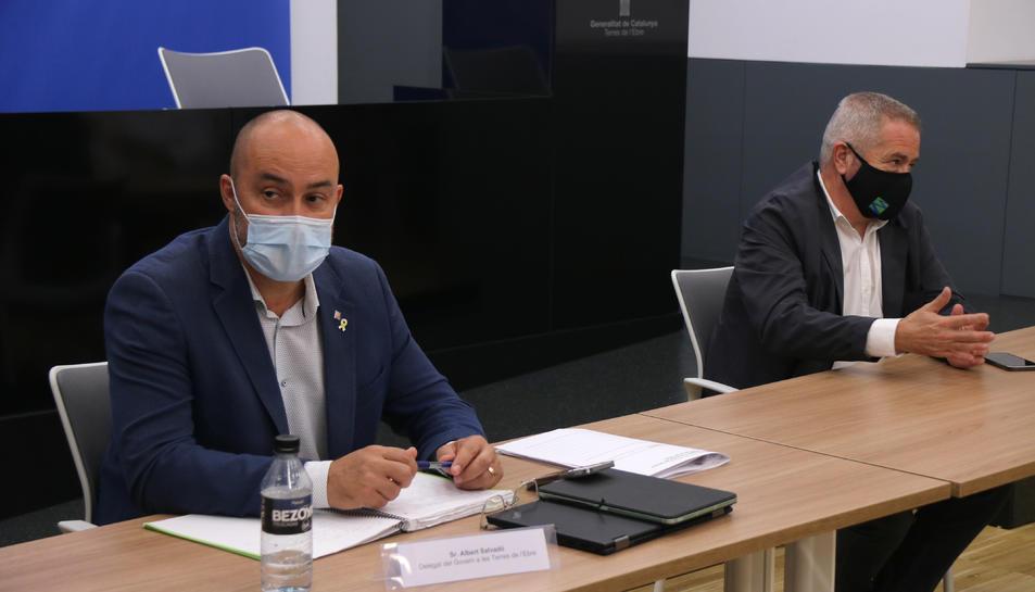Pla mitjà del delegat del Govern a les Terres de l'Ebre, Albert Salvadó, i el director de l'Idece, Xavier Pallarès, reunits amb el consell de direcció de la Generalitat a les Terres de l'Ebre.