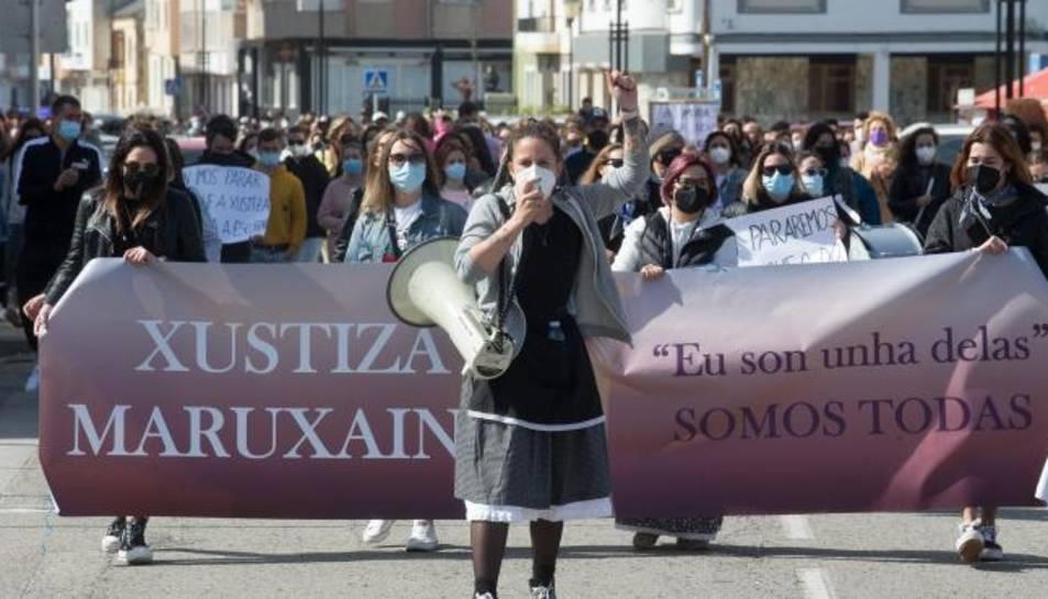 Diverses dones participen en una manifestació en suport a les 87 dones que en 2019 van ser gravades mentre pixaven en les festes de Maruxaina.