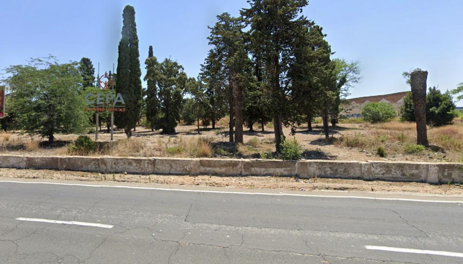 Imatge de l'antiga fàbrica Cepa, a tocar de la N-340.
