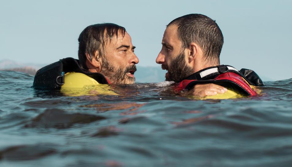 Els actors Eduard Fernández i Dani Rovira al film 'Mediterráneo'.