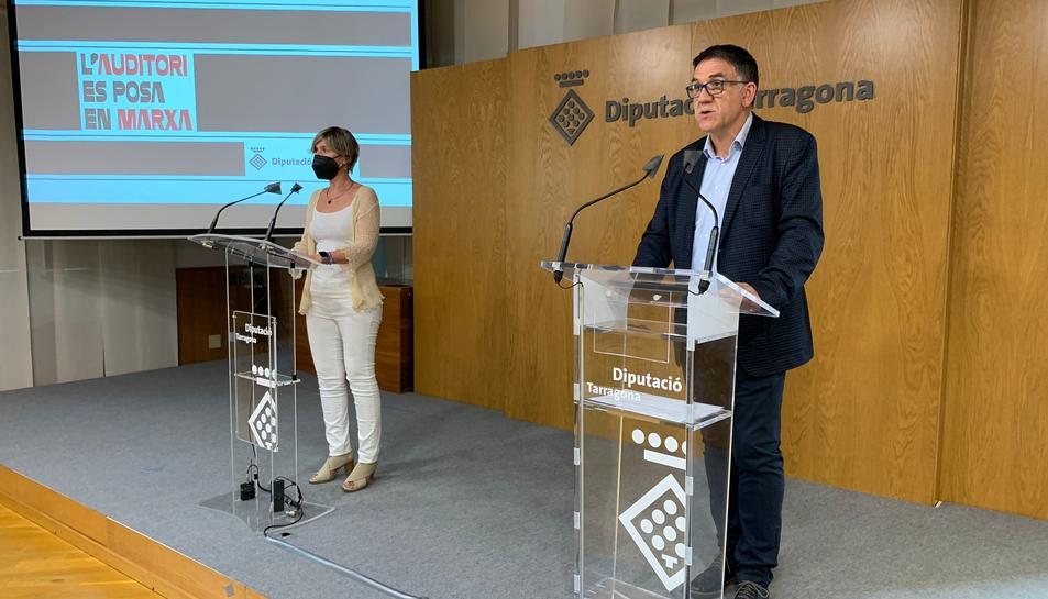 El diputat Joan Josep Garcia, al costat de la presidenta de la Diputació, Noemí Llauradó.