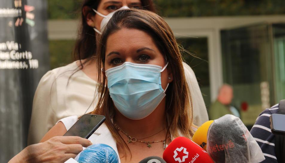 Pla mitjà de l'advocada de la mare, Marta Ariste, a la Ciutat de la Justícia de Barcelona.