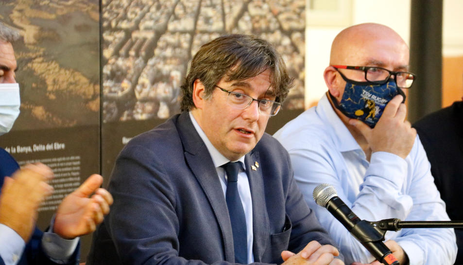 L'expresident de la Generalitat Carles Puigdemont en la roda de premsa des de l'Alguer.