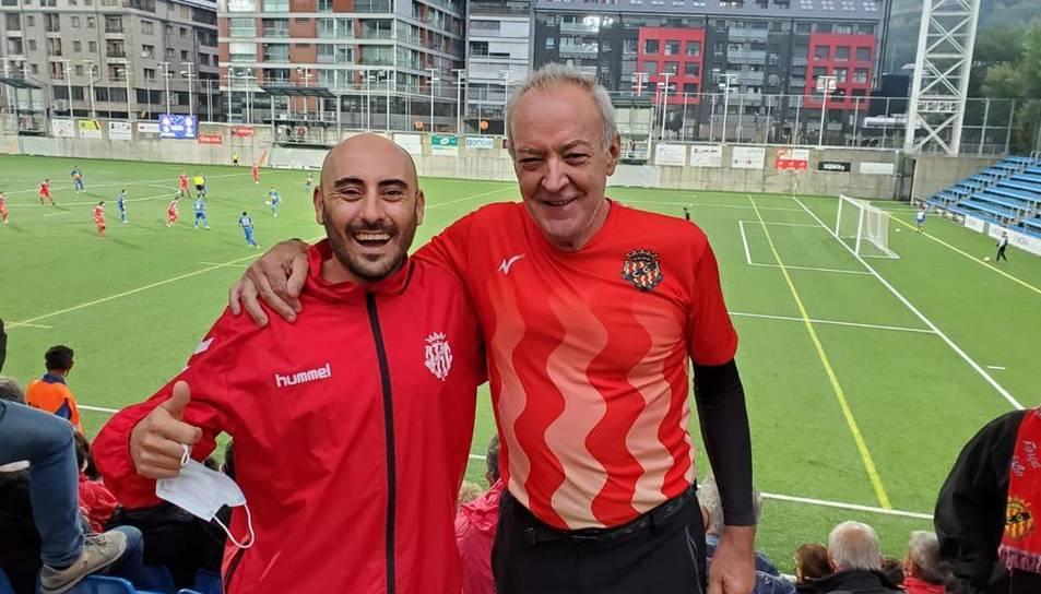 A l'esquerra, Marc Marruecos, acompanyat de Ricardo Pacheco durant l'Andorra-Nàstic.