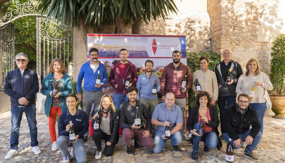 Els representants dels cellers de la DO Tarragona abans de l'inici de la 'Galeria del Macabeu' ahir.