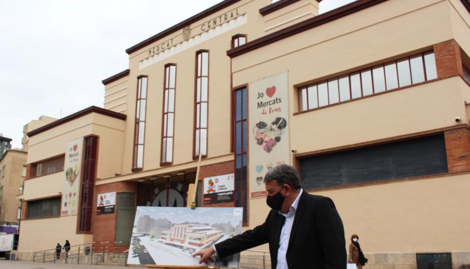 Carles Prats explica el projecte del GastroMercat al Mercat Central.