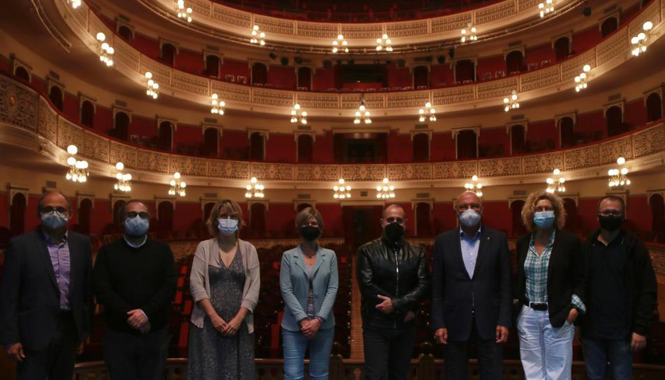 Pla general de la presentació del conveni entre el Teatre Fortuny de Reus i la Fundació 'La Caixa'