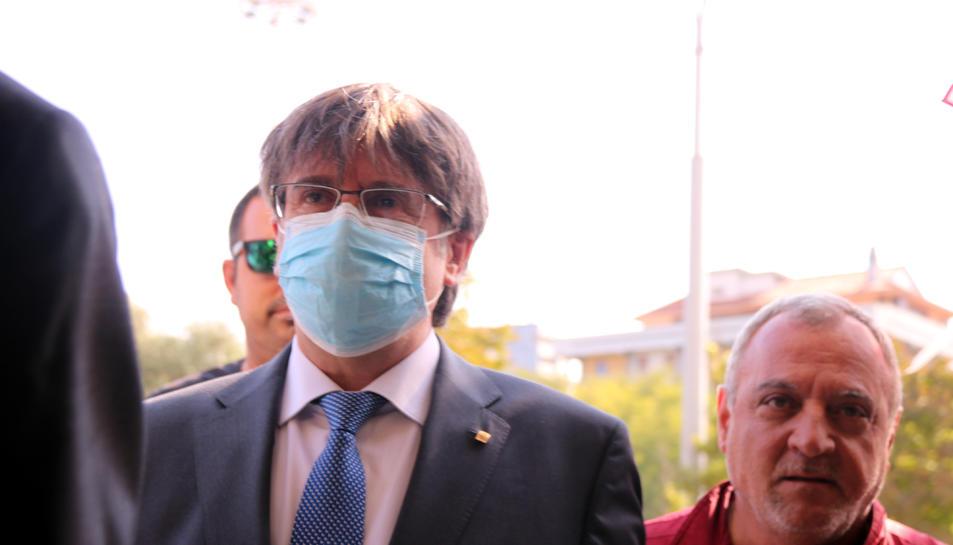 L'expresident Carles Puigdemont arribant al tribunal de Sàsser.