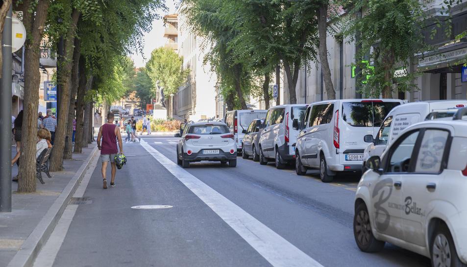 Imatge del carrer Canyelles, que a partir del gener de 2022 experimentarà una transformació.