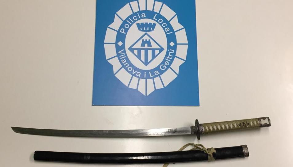 Detall de la katana intervinguda per la Policia Local de Vilanova i la Geltrú.
