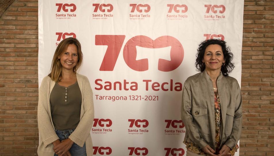 La consellera de Cultura i Festes de l'Ajuntament de Tarragona, Inés Solé, acompanyada de la vicerectora de la URV, Maria Bonet, en la presentació de les jornades.