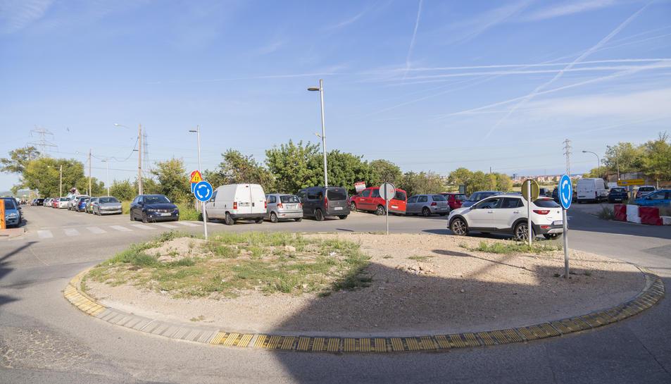 La rotonda actual només consta d'una zona de terra al seu interior al mateix nivell de la calçada.