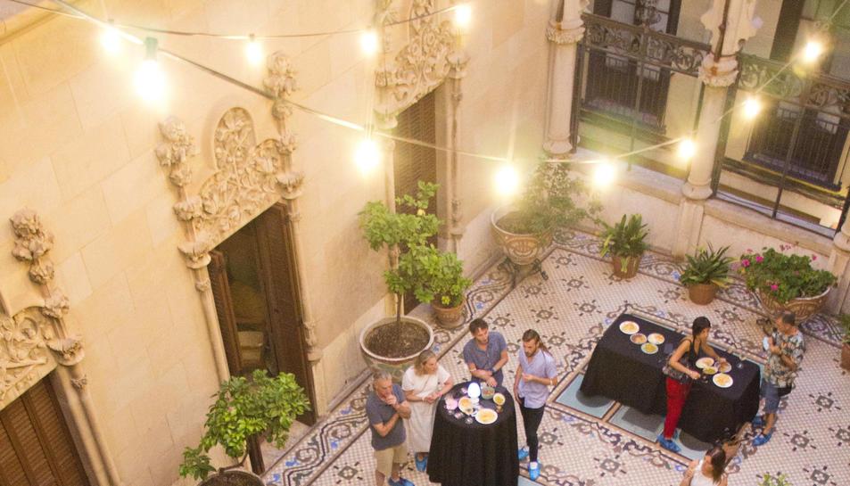 Imatge d'una de les 'Visites Premium' a la Casa Navàs de Reus.
