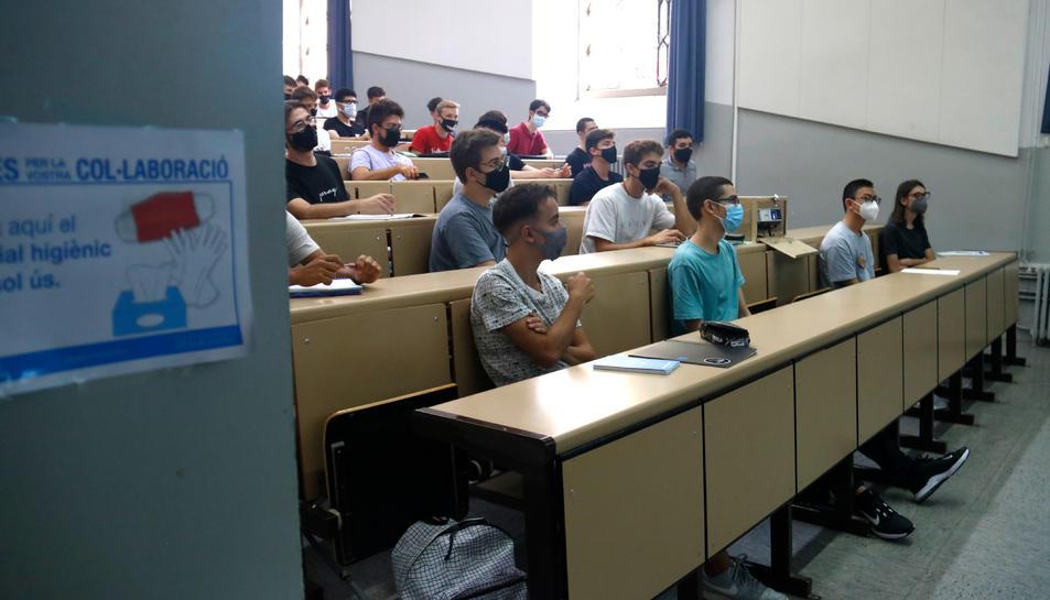 Pla general de l'aula B5 de la Facultat de Matemàtiques i Informàtica de la UB.