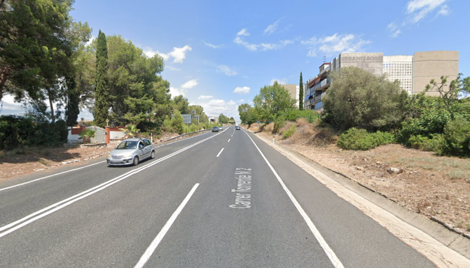 Els vorals de l'N-240 al seu pas per Sant Salvador no estan habilitats per als vianants.