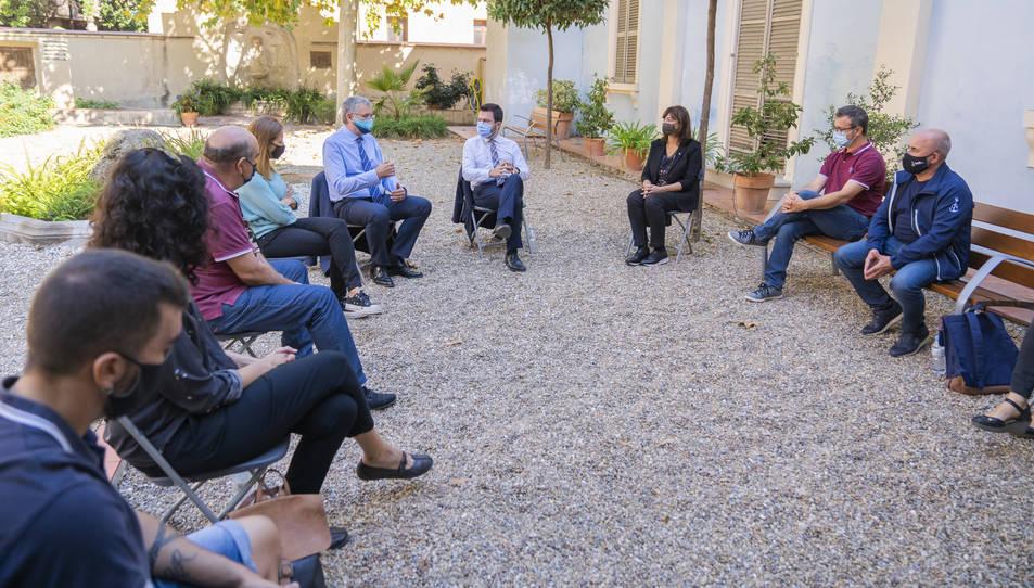 Els representants de les quatre colles s'han trobat a la casa Canals amb Pere Aragonès, Pau Ricomà, Inés Solé i Teresa Pallarès.