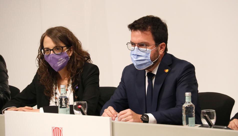 Pla mitjà de la consellera d'Igualtat i Feminismes, Tània Verge, i el president de la Generalitat, Pere Argonès.