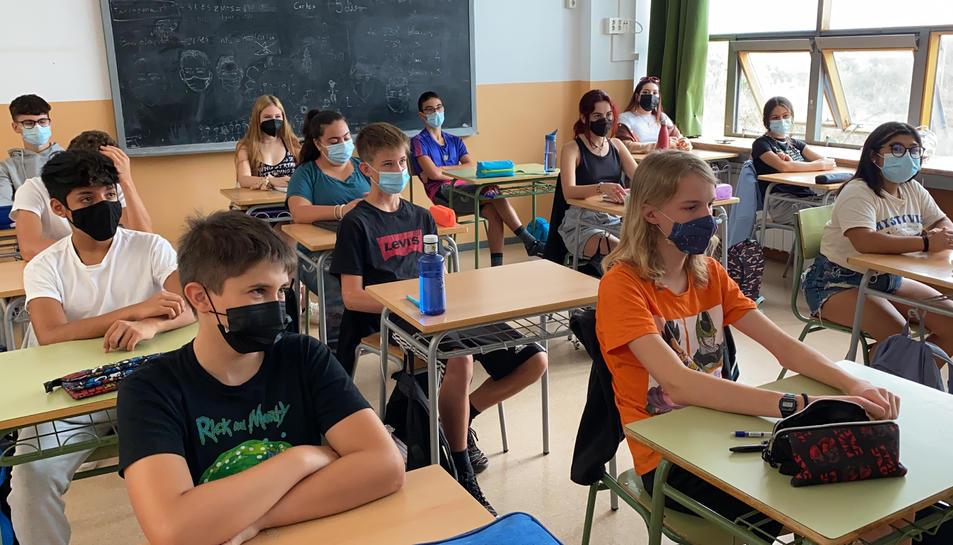 Un grup classe de secundària de l'Institut Escola d'Oliana (Alt Urgell) el primer dia de curs escolar.