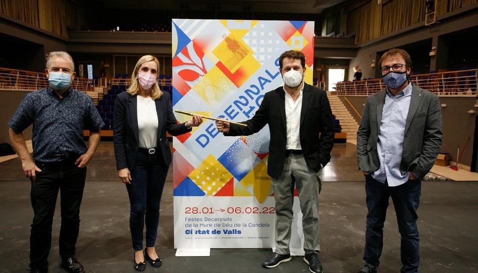 Jordi Bertran, director artístic de les Decennals; Dolors Farré, alcaldessa de Valls, Roger Padullés, tenor i codirector de l'òpera i Xavier Pastrana, director musical