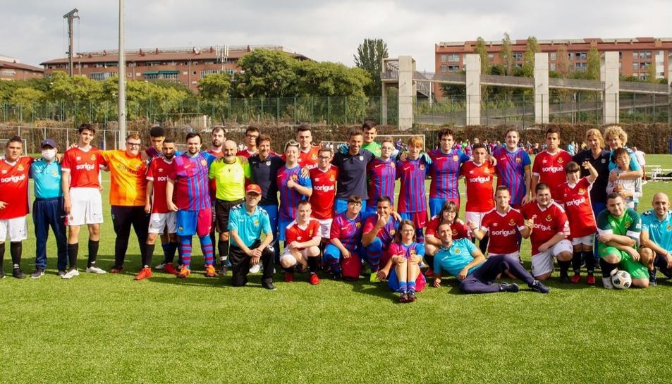 Els jugadors del Fundació Barça Genuine i el Nàstic Genuine.