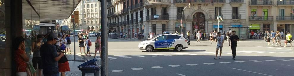 Els cossos de seguretat aconsellen allunyar-se de la zona de plaça Catalunya.