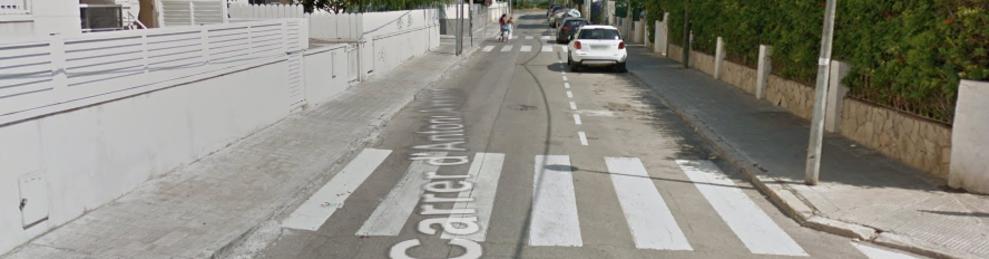 Imagen de la calle Antoni Almanzor de Calafell, donde se encuentra la casa donde pillaron a los detenidos.