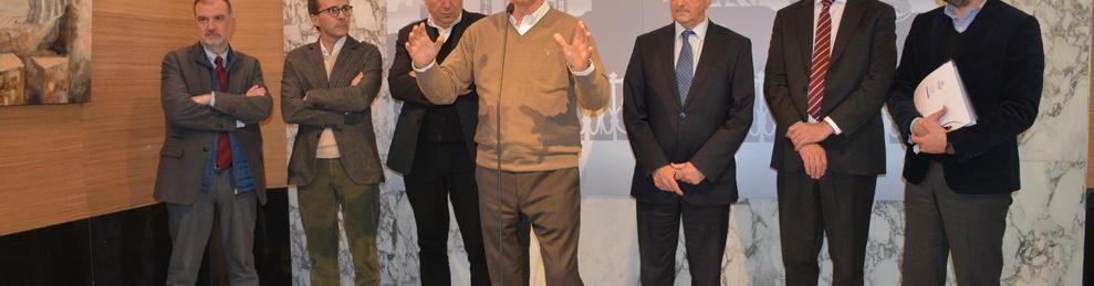 Els directors de les televisions públiques i l'alcalde de Tarragona atenent als mitjans.