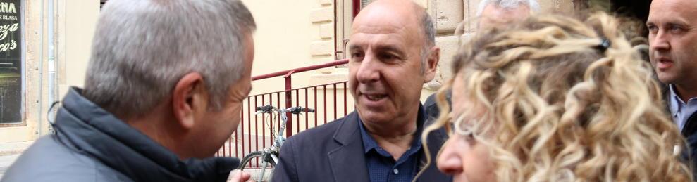 L'alcalde de l'Ampolla, Francesc Arasa, davant dels jutjats de Tortosa.