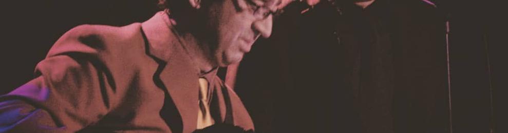 Imagen de archivo del humorista acompañado del guitarrista Joan Eloi Vila.