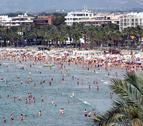 Imagen de archivo de las playas de Salou durante el mes de julio.