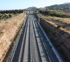 La vía construida del nuevo corredor a su paso por Vandellòs.