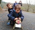 Els nens fa dos anys que ja poden anar a buscar els tions al bosc de la Baronia d'Escornalbou.